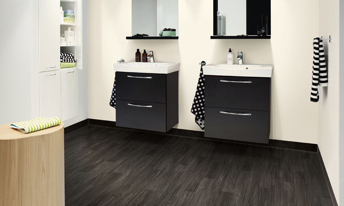gulv-Aquarelle-Wall-Soft-White-Floor-Oak-Black